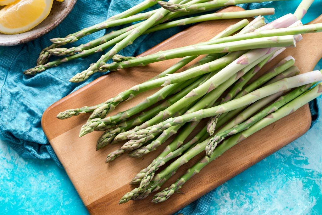 Photo of asparagus on chopping board